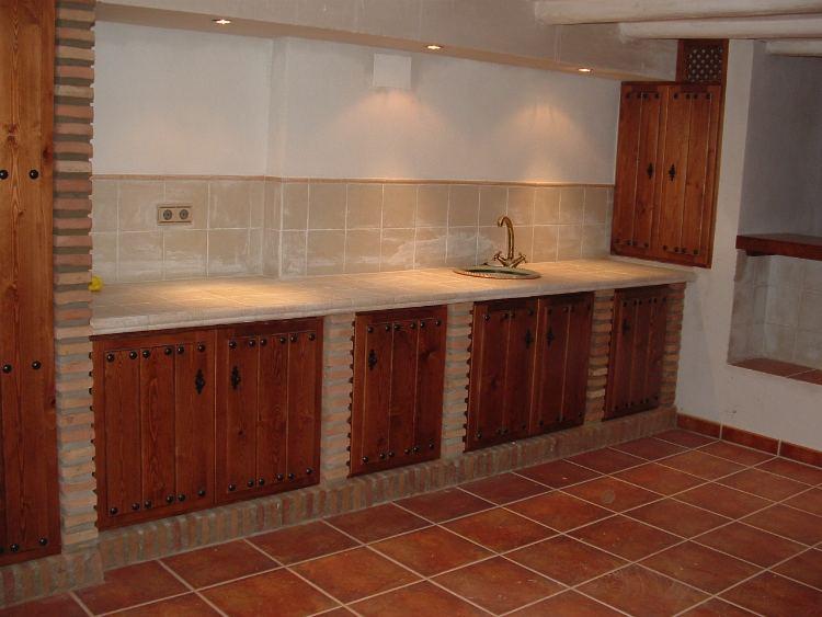 Cocinas rusticas de obra ideas de disenos for Muebles de cocinas rusticas